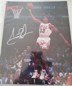 Fascimile Autograph Mini Poster Scottie Pippen Lay-up /Pistons